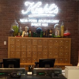 kiehls store counter