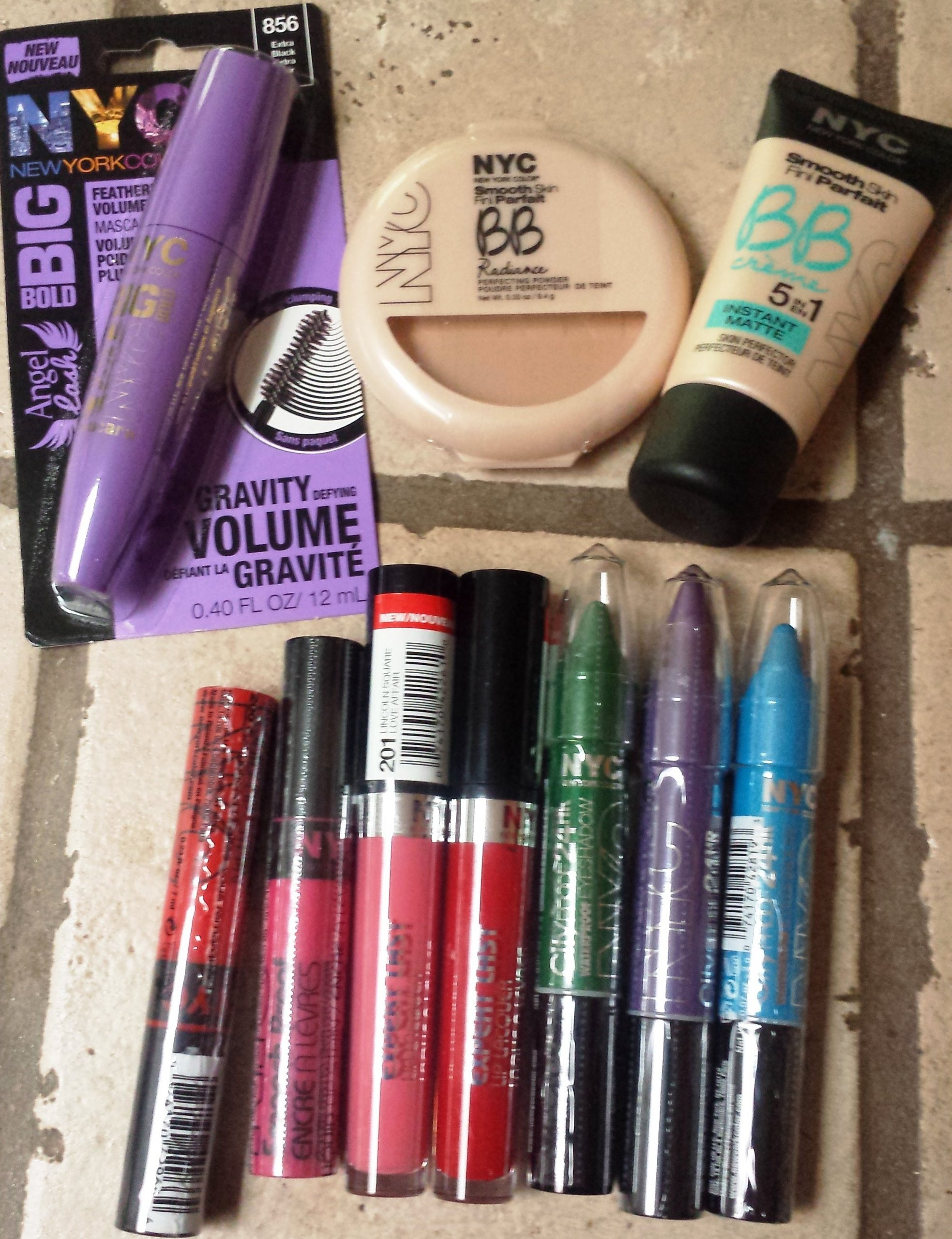 Cosmetics: Demi Lovato's Makeup Faves From NYC New York Color Help